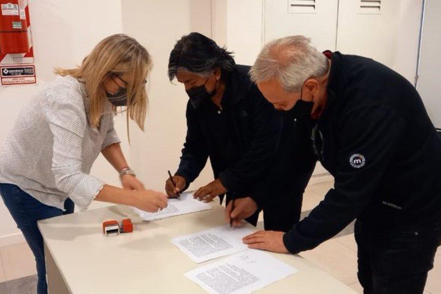 Comunidad Kaxipayiñ, Club Mari Menuco y Provincia firmaron acuerdo