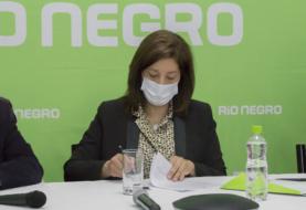 Suelo Urbano: Carreras firmó el contrato para llevar servicios a 107 lotes de Villa Regina