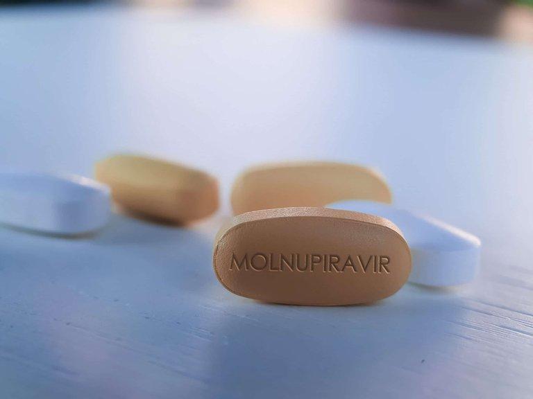 Avanza el desarrollo de la píldora contra el COVID-19: Merck y Pfizer ya realizan ensayos clínicos