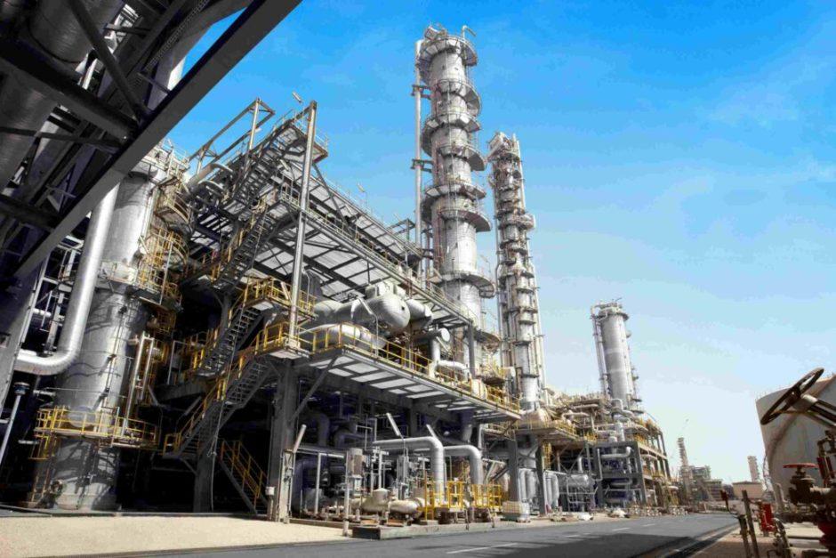 Se desploma la producción del sector químico y petroquímico