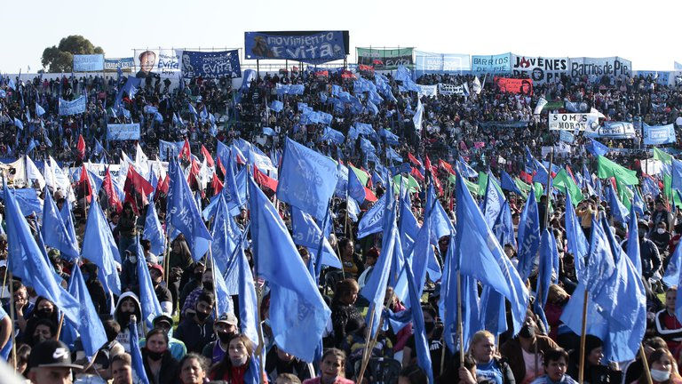 Luego de pedir que no haya acto, Alberto Fernández y Cristina Kirchner convocaron a una movilización por el 17 de Octubre