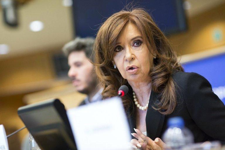 Ruta del dinero K – Cristina Fernández quedó más cerca de ser sobreseída: Casanello le dio intervención a la AFIP y a la UIF antes de definir la situación procesal