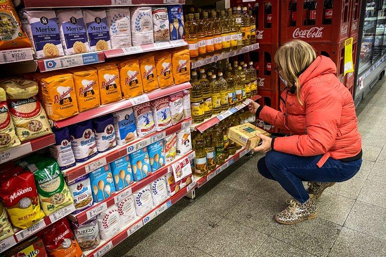 Alimentos y bebidas volvieron a impulsar fuerte la inflación de septiembre