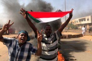 El ejército de Sudán abrió fuego durante las protestas contra el golpe de Estado: dos muertos y más de 80 heridos