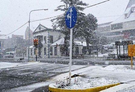 Una nevada cubre de blanco a Ushuaia en plena primavera